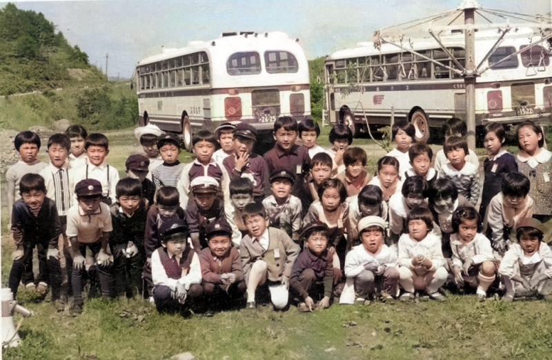 三菱(鉱)バスにのって シューパロ湖畔へ 鹿島東小学校遠足