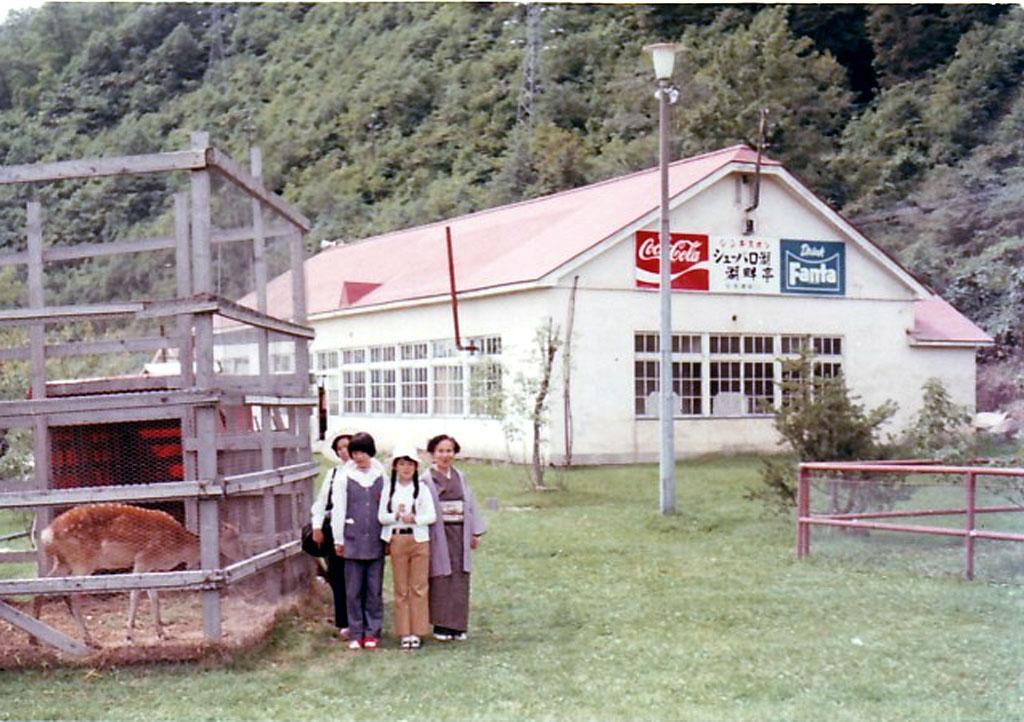 昭和48年 湖畔亭と小公園