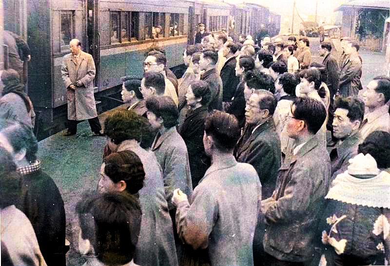 昭和32年 大夕張駅 見送りの風景3