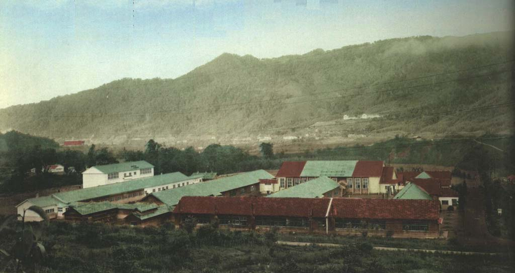 鹿島中学校校舎全景