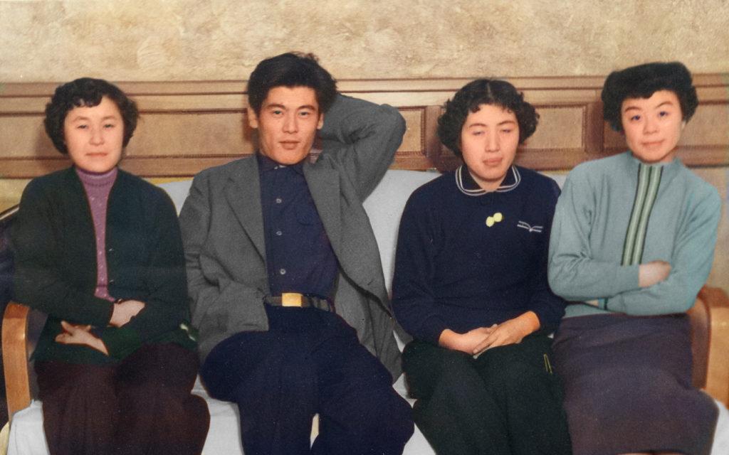 思い出のアルバム 若き東小学校の先生たち(2)