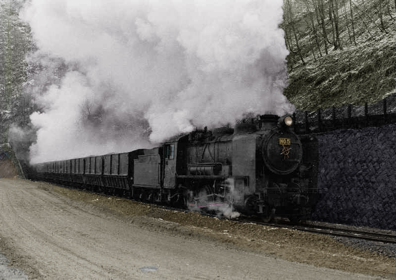 青葉トンネル通過の列車