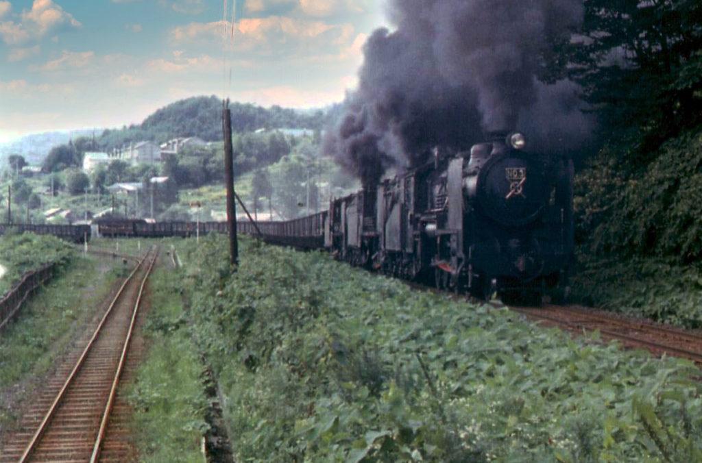 南大夕張駅を発車した列車
