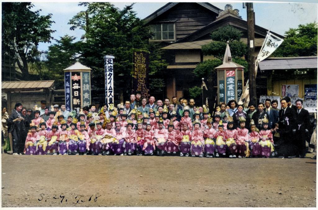 昭和29年7月稚児祭 細川新聞店前